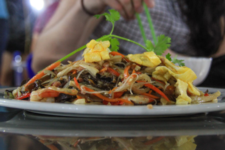 Bun xao Singapore, or Singapore style noodles - the Vietnamese way.