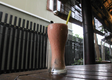 Sinh to ca chua - a popular Vietnamese drink made with tomatoes, sugar, and ice.